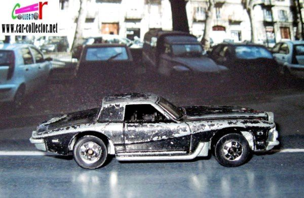stutz-blackhawk-black-modele-hot-wheels-sorti-en-1982