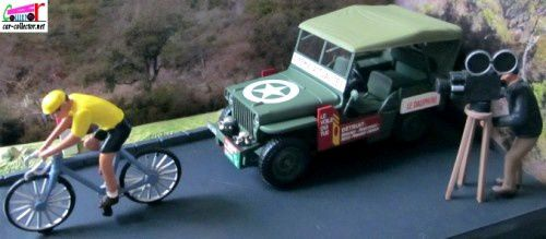 diorama-jeep-willys-md-38-1951-la-course-cycliste-esterel-le-dauphine-cinema-actualites-la-route-bleue-altaya