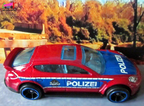 PORSCHE PANAMERA HOT WHEELS 1/64.