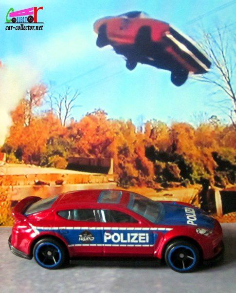 porsche-panamera-polizei-rescue-hot-wheels-2019-100