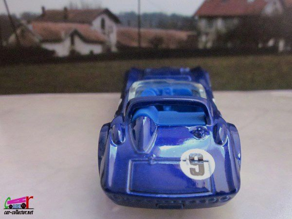 CORVETTE GRAND SPORT ROADSTER HOT WHEELS 1/64.