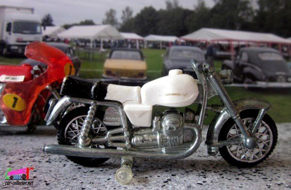 miniature-moto-guzzi-v7-giodi-made-in-italy