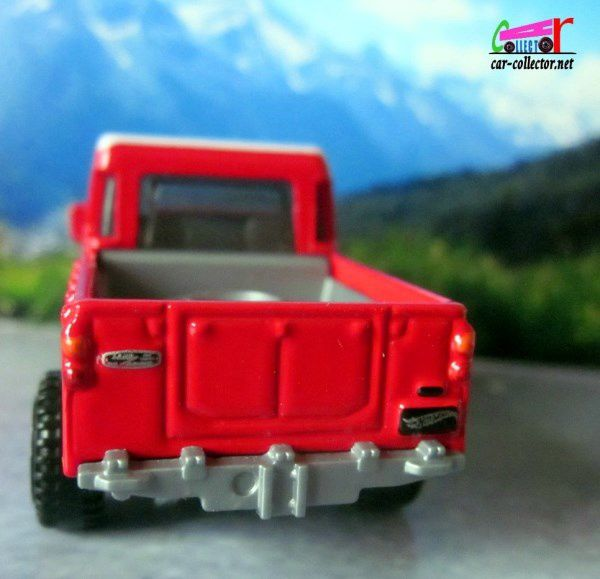 LAND ROVER SERIE III PICK-UP HOT WHEELS 1/64.