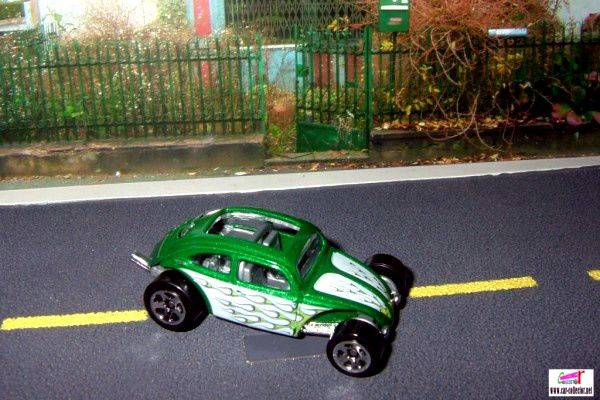 custom-volkswagen-beetle-green-hot-wheels-2009-121-heat-fleet-series