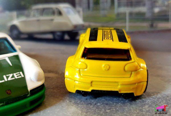 VOLKSWAGEN GOLF GTI HOT WHEELS 1/64 - VW GOLF GTI.
