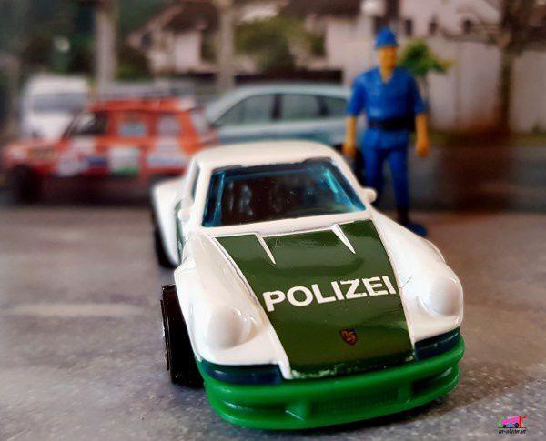 71 PORSCHE 911 POLIZEI HOT WHEELS 1/64.