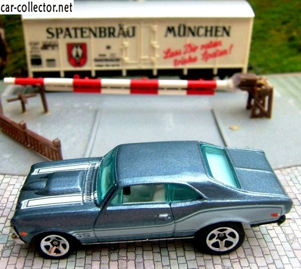 68-chevy-nova-hot-wheels-chevrolet-nova-1968-2004-005