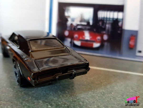 69 DODGE CHARGER 500 HOT WHEELS 1/64.