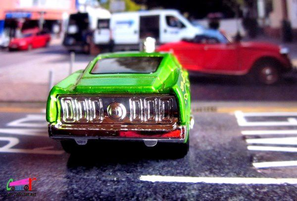 FORD MUSTANG 1968 TOONED HOT WHEELS 1/64.
