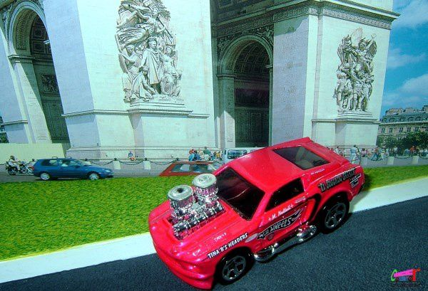 1968-mustang-tooned-pink-2006-128-mainline-hot-wheels-1-64