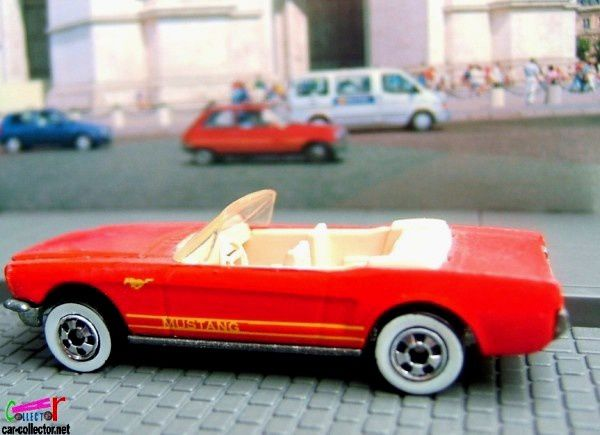 65-mustang-convertible-collector-162-1990-hot-wheels-ford-mustang-cabriolet-1965-1-64