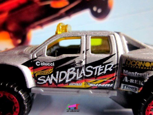 SANDBLASTER FORD F-150 4WD PICK-UP HOT WHEELS 1/64.