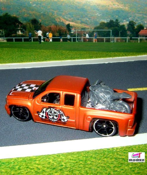 2007-chevy-silverado-serie-garage-2010-078-chevrolet-silverado-pick-up-hot-wheels
