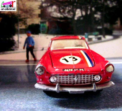 FERRARI 250 GT COUPE 2+2 DINKY TOYS MECCANO FRANCE 1/43.