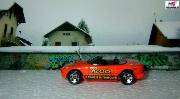 mazda-mx5-miata-convertible-collector-741-1998-sugar-rush-hot-wheels-1-64-peanuts-butter-cups
