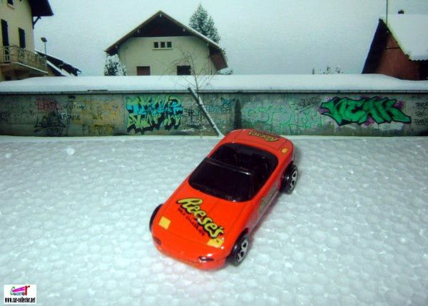 MAZDA MX-5 MIATA CABRIOLET HOT WHEELS 1/64.