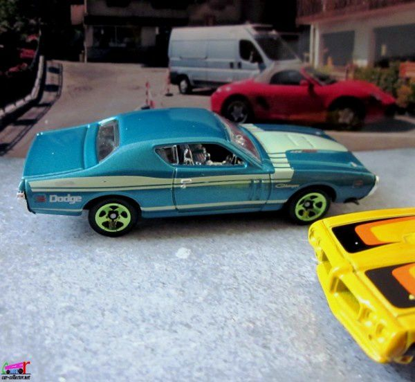 71-dodge-charger-hot-wheels-1-64-muscle-mania-chrysler-group