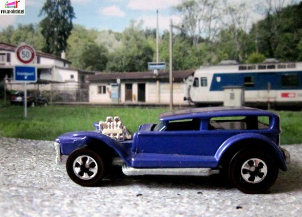 prowler-the-demon-32-ford-sedan-customisee-lil-coffin-importation-mexique-2000-hot-wheels-1-64