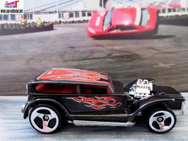 the-prowler-the-demon-ford-sedan-1932-lil-coffin-2001-105-vintage-series-hot-wheels