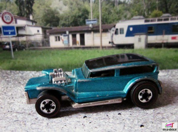 the-prowler-the-demon-1932-ford-sedan-customisee-lil-coffin-hot-wheels-25th-anniversary-redline-series