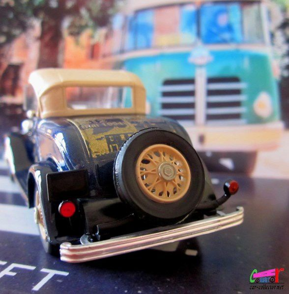 FORD V8 ROADSTER CAPOTEE 1932 ELIGOR 1/43.