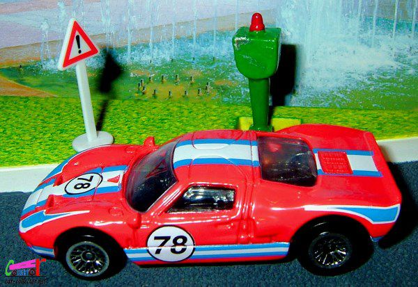 ford-gt-40-rouge-2000-139-jantes-differentes-different-rims-hot-wheels