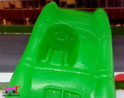 porsche-roadster-1500cc-peinture-verte-hecco-1-30-made-in-france-cadeau-baril-lessive-bonux