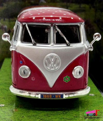 vw-combi-t1-woodstock-1969-norev-1-43-hippies-love-and-peace