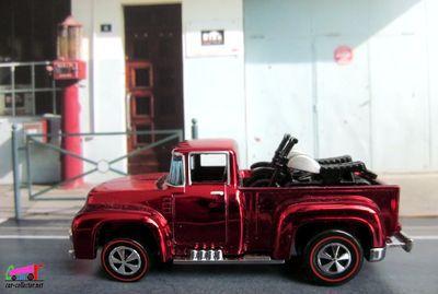 56-hi-tail-hauler-ford-f-100-pick-up-avec-2-motos-neo-classics-hot-wheels