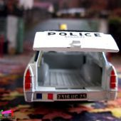 peugeot-404-familiale-police-dinky-toys