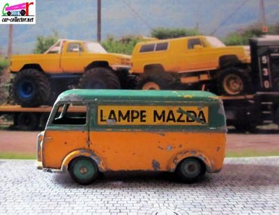 fourgon-peugeot-d3a-lampes-mazda-dinky-toys-meccano-france