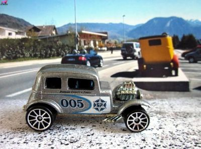 32-ford-vicky-2005-hot-wheels
