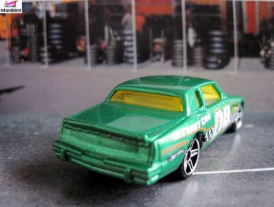 84-pontiac-grand-prix-race-world-movie-stunts-hot-wheels-