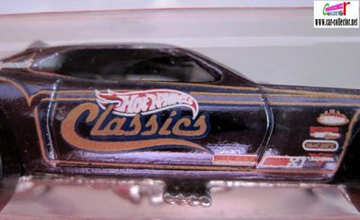 snake-plymouth-barracuda-hot-wheels-classics-series-2006