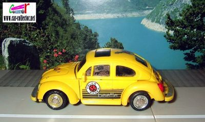 volkswagen-coccinelle-1303s-transformers-bandai-made-in-singapour-vw-cox-robot