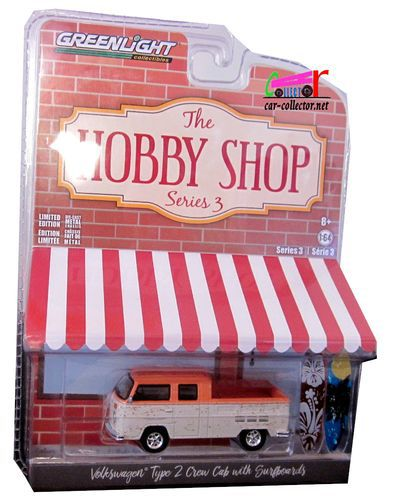 volkswagen-combi-t2-crew-cab-with-surfboards-hobby-shop-greenlight-164