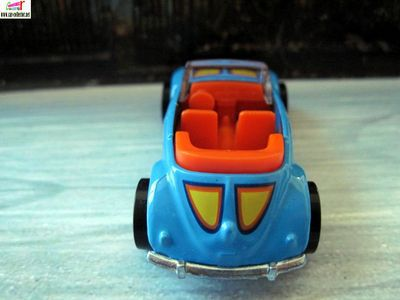 volkswagen-beetle-convertible-easter-speedsters-egg-2010-hot-wheels