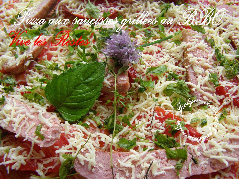 Pizza AVANT CUISSON aux saucisses grillées au bbq Jaclyne cuisine et gourmandise dans la rubrique VIVE LES RESTES