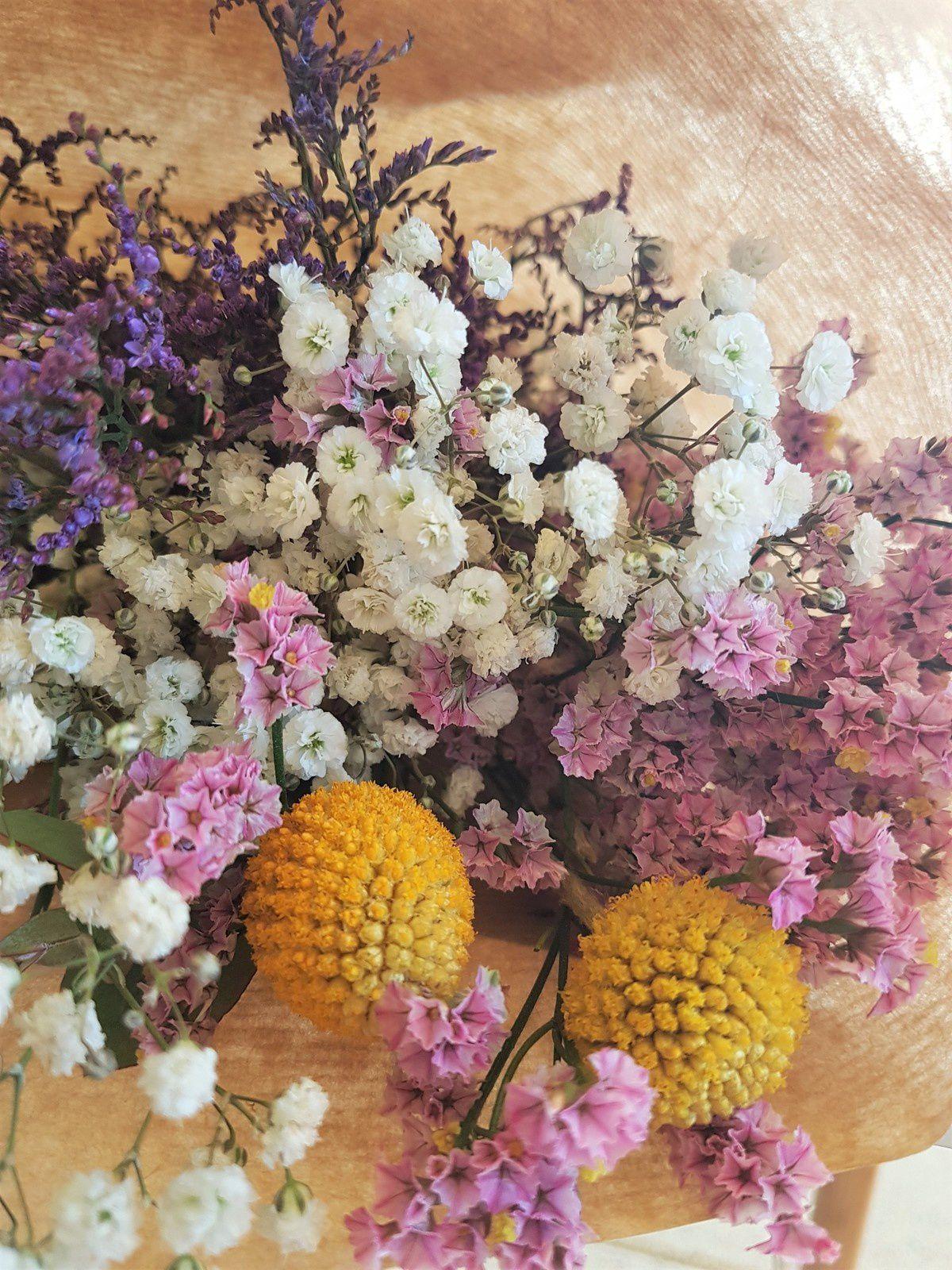 Un bouquet de fleurs séchées , Avec ses 10 ptits doigts