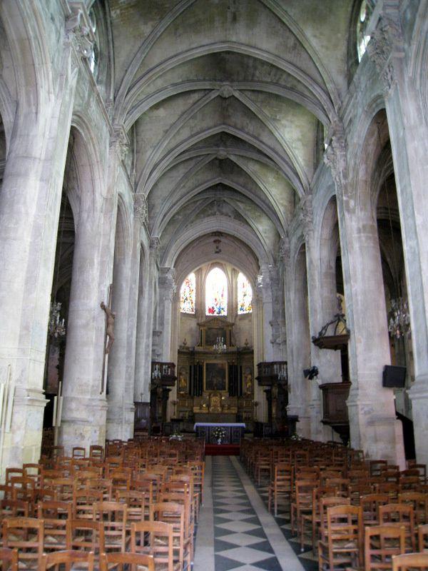 Sculptures dans la cathédrale Saint Maclou à Pontoise