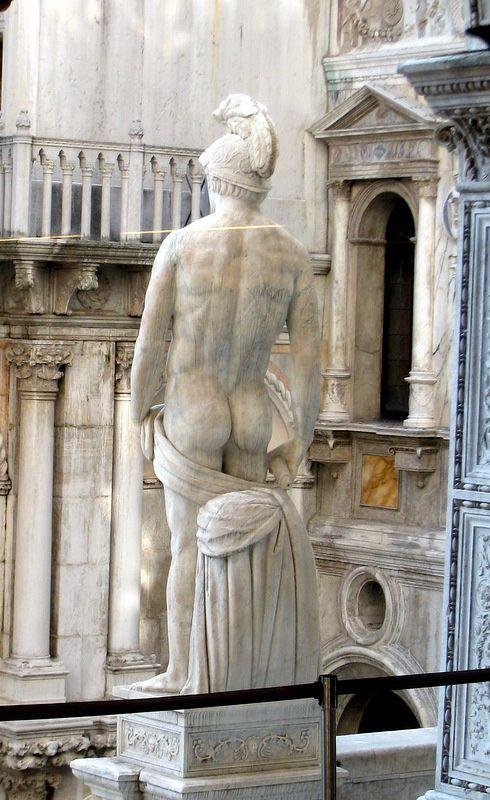Poséidon est le dieu des mers et des océans en furie, ainsi que l' ébranleur du sol, dieu des tremblements de terre et des sources dans la mythologie grecque. Son symbole principal est le trident. Il est aussi symbolisé par le taureau, et surtout le cheval. Les Romains l'assimilent à Neptune.