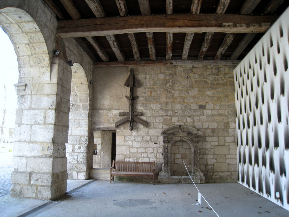 Palais épiscopal de Beauvais, la porterie et la salle ouverte