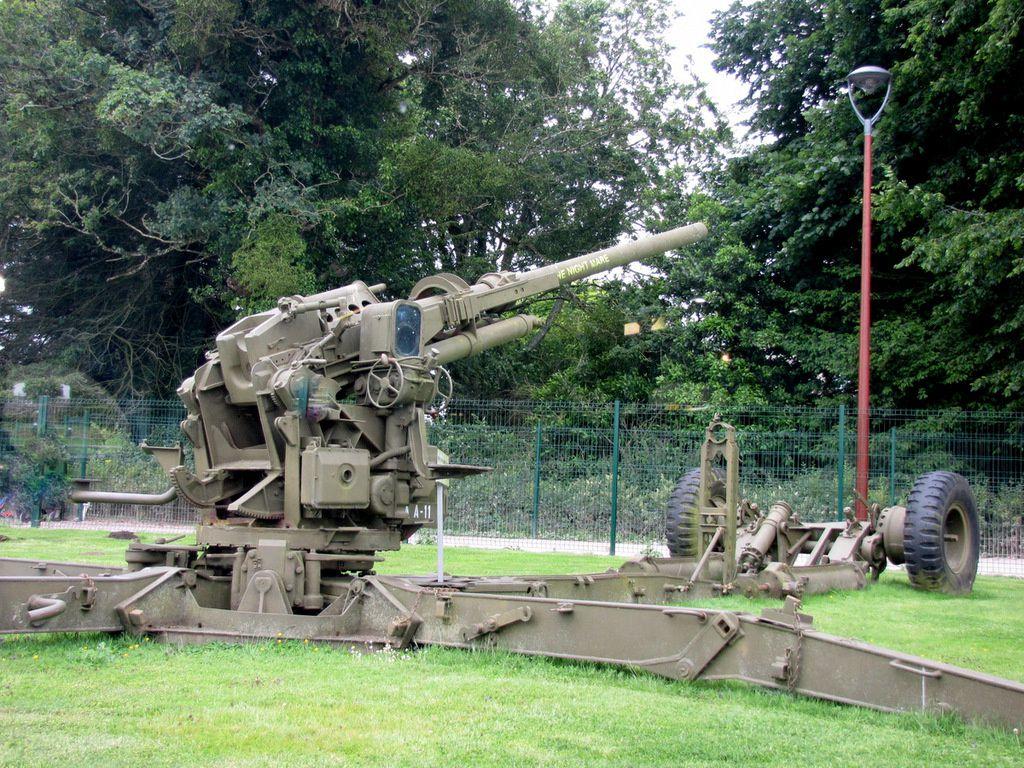 Pièce d'artillerie antiaérienne de 90mm, musée Airborne