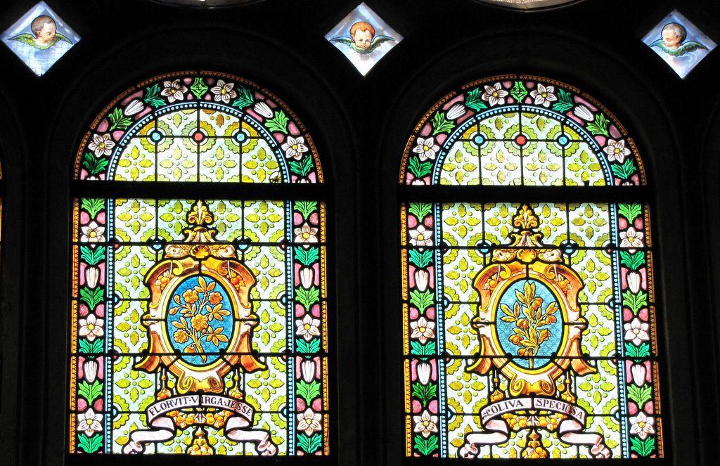 """Vitrail """" Voeu de la ville de Paris """", église Notre-Dame de Pontoise"""