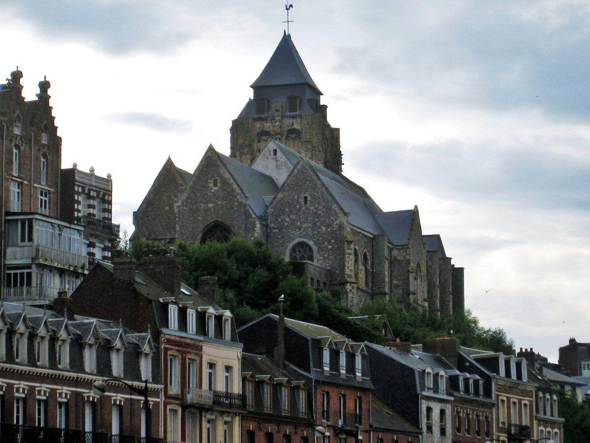 L'église Saint Jacques (le Majeur) du Tréport, le portail d'accès