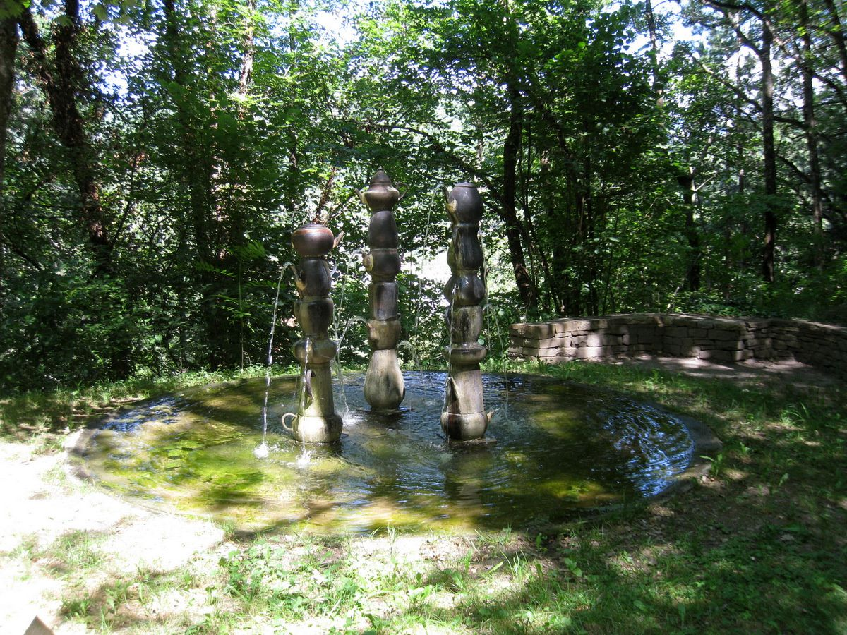 Fontaine de théières(Sylvie Bussières) et Point de réflexion (Fabien Lerat)