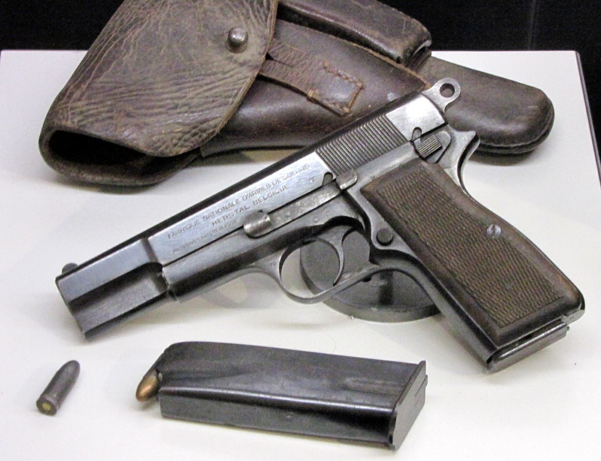 Pistolets Browning GP35 et Walther P38