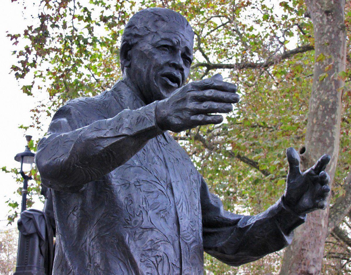 Statue de Nelson Mandela, Londres