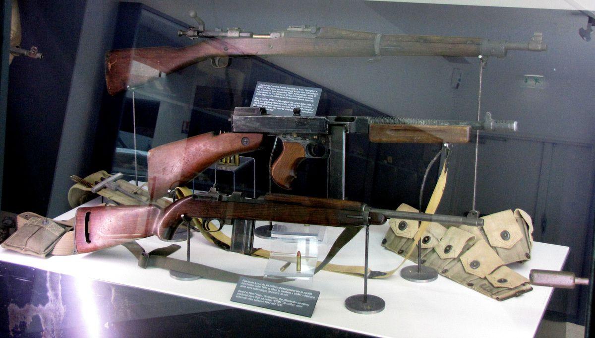 Carabine USM1 et pistolet mitrailleur Thomson