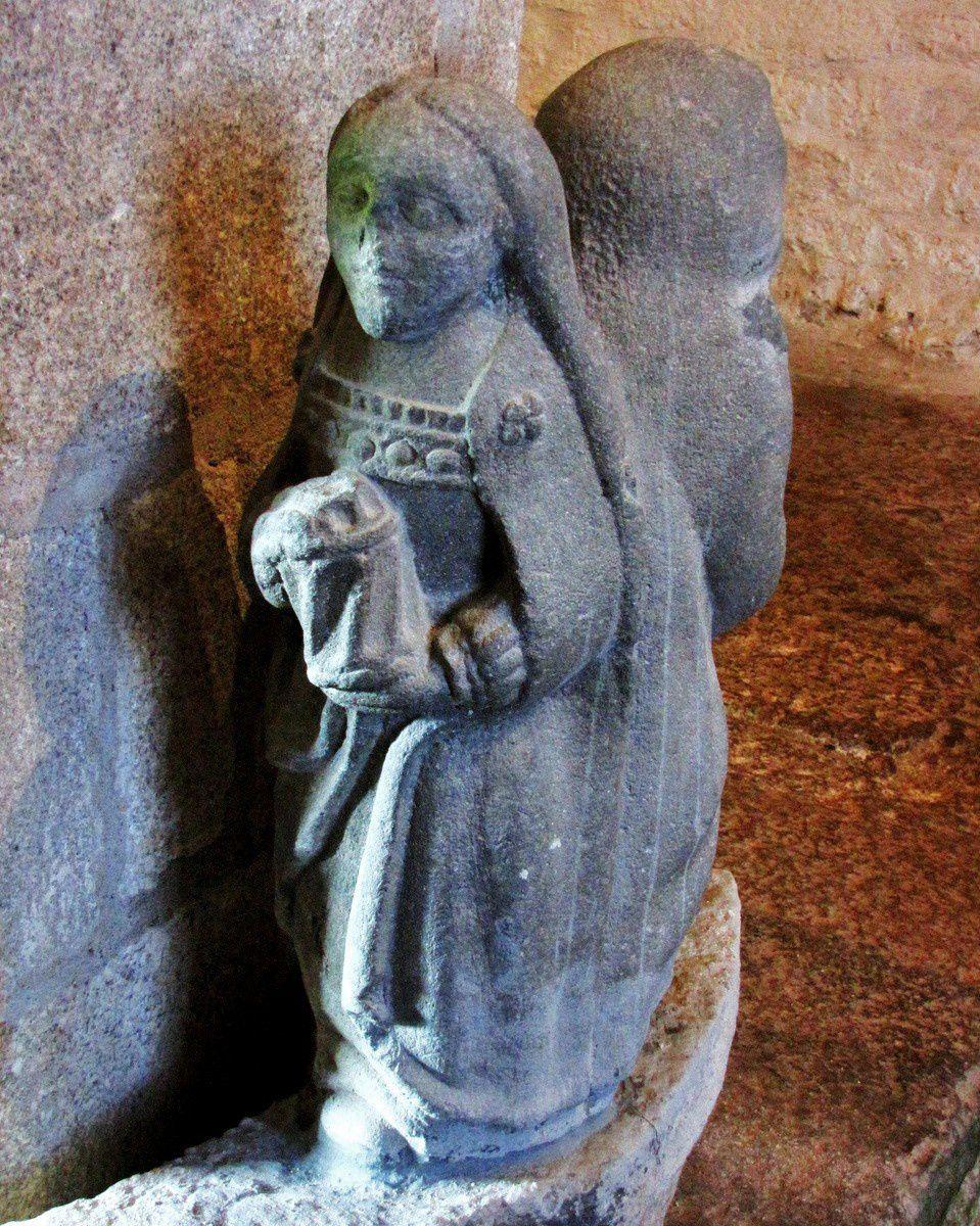 La Vierge et Marie Madeleine, chapelle de Beuzec